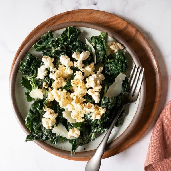 Photo de Salade César au chou frisé et aux croûtons de maïs soufflé au parmesan par WW
