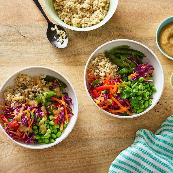 Photo de Bols de riz brun et de légumes par WW
