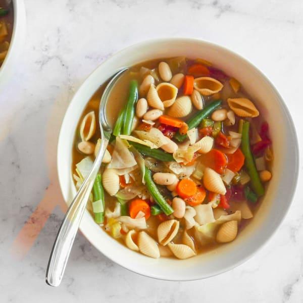 Photo de Soupe aux légumes avec haricots blancs et coquilles de pâtes au riz brun par WW