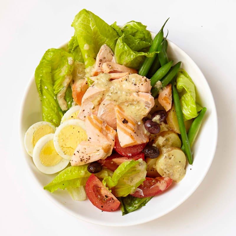 Photo de Salade niçoise au saumon avec vinaigrette au citron et aux câpres par WW