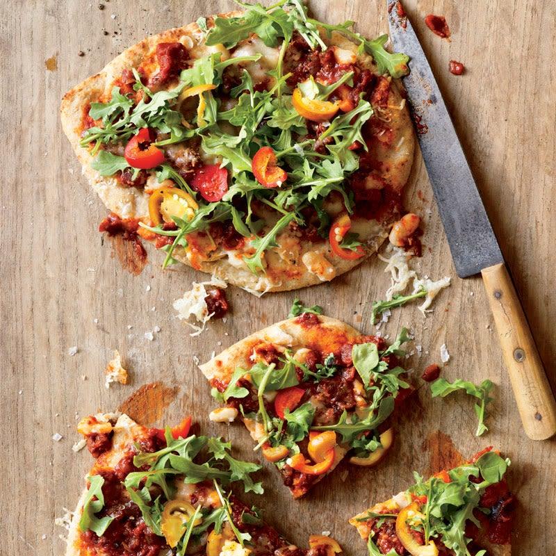 Photo de Pizzas épicées aux haricots blancs, à la caponata et à la roquette par WW