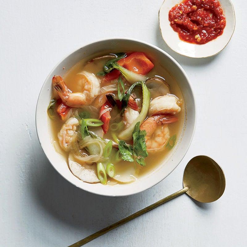 Photo de Soupe aux crevettes et aux légumes avec citronnelle et lime par WW