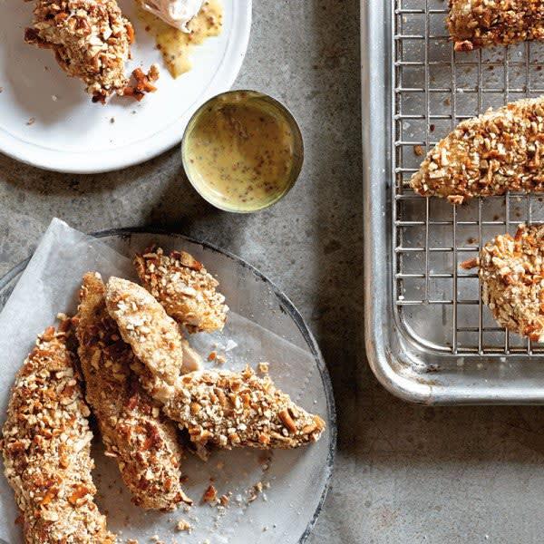 Photo de Filets de poulet à la croûte bretzel avec trempette au miel et à la moutarde par WW