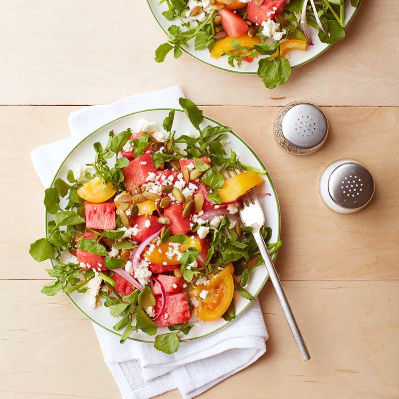 Photo de Salade de melon d'eau et de tomate au feta et aux graines de citrouille par WW