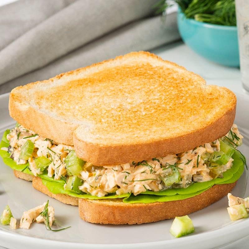 Photo de Sandwich à la salade de poulet épicée par WW