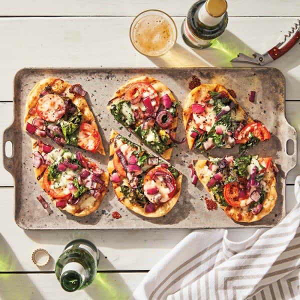 Photo de Pizzas grillées à la bette à carde et aux tomates par WW