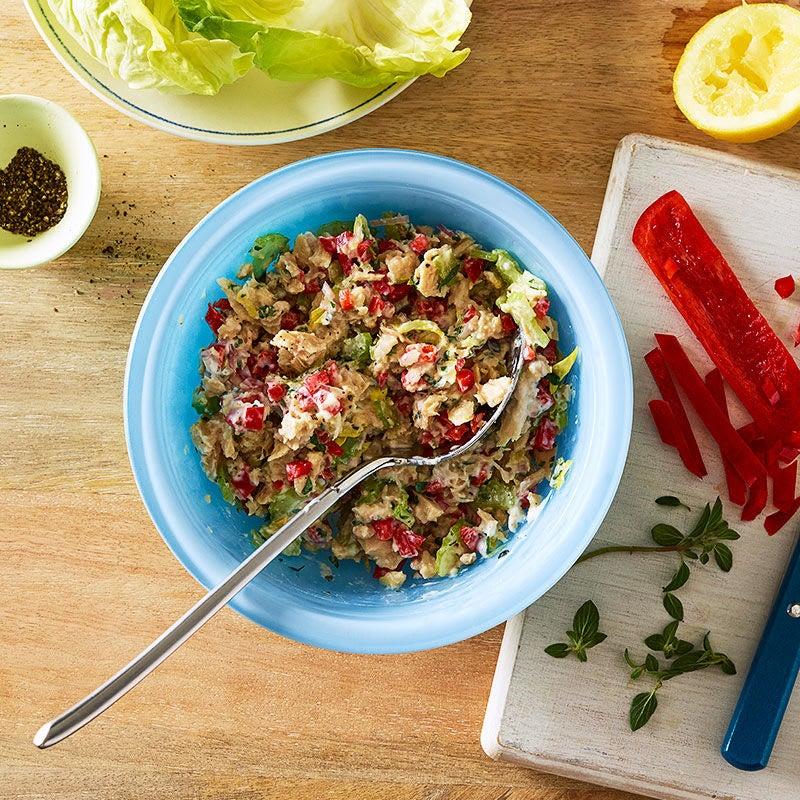 Photo de Salade de thon méditerranéenne au citron, aux poivrons rouges et à l'origan par WW