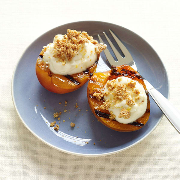 Photo of Grilled apricots with cookies and cream by WW