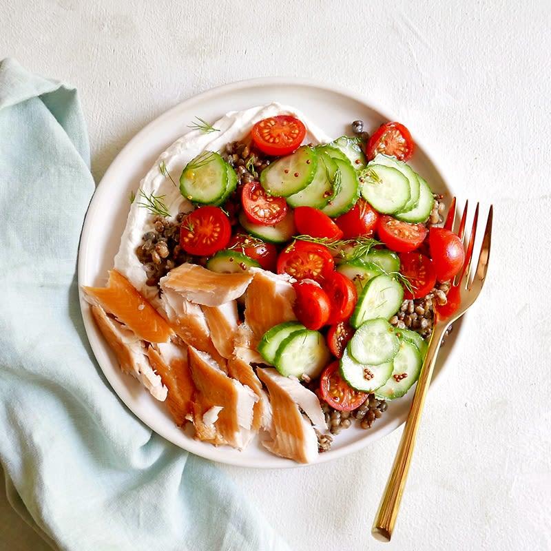 Photo de Salade de lentilles, de concombres et de truite fumée par WW