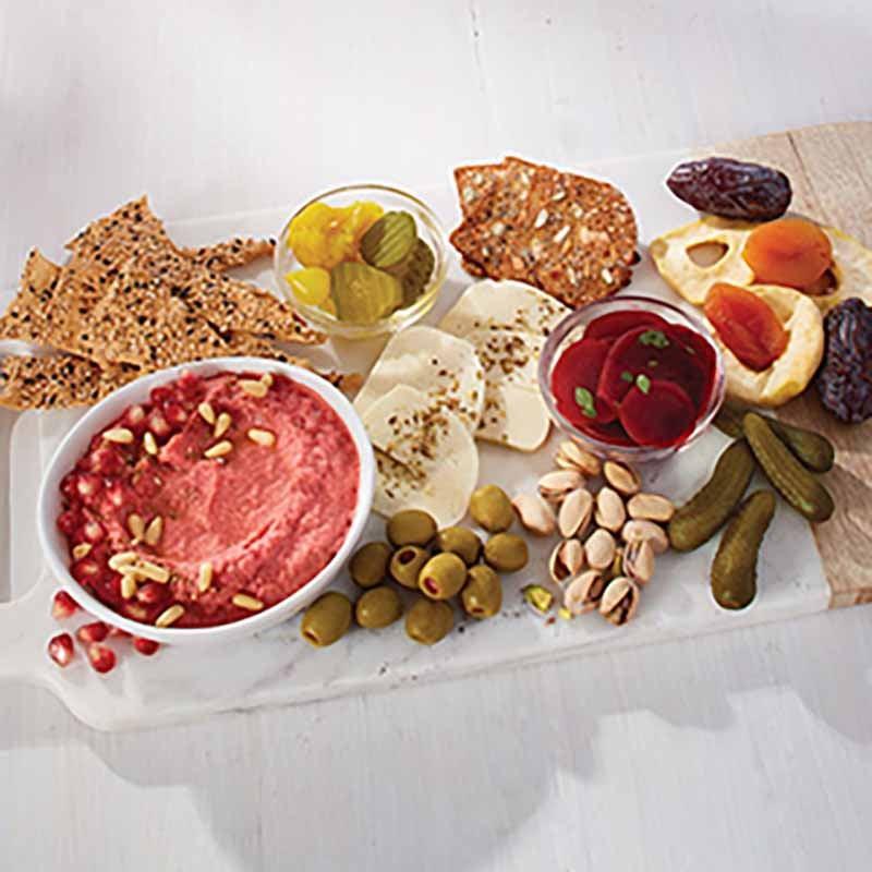 Photo de Plateau d'inspiration du Moyen-Orient - recette de houmous aux betteraves marinées par WW
