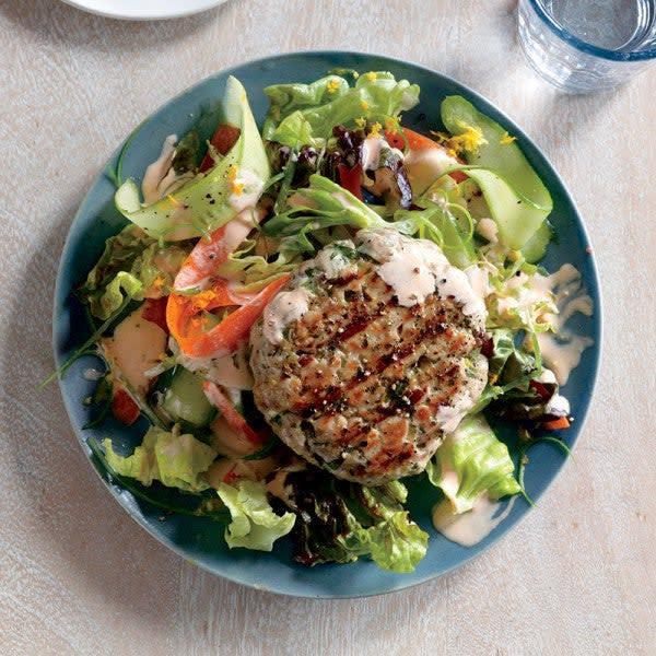 Photo de Galette au thon avec mayonnaise à la sauce sriracha et salade de légumes en rubans par WW