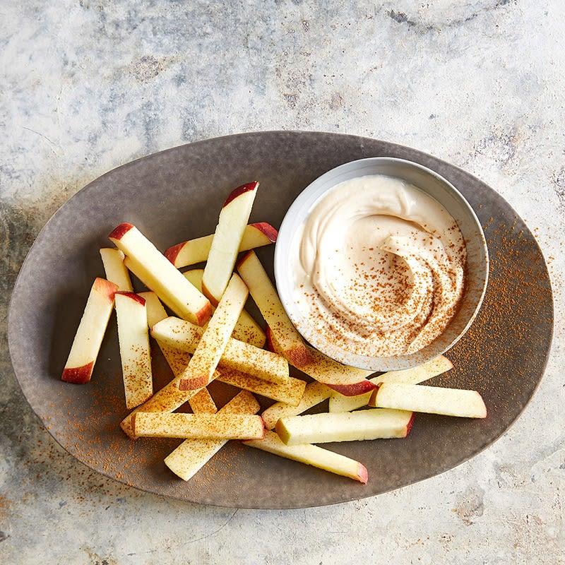Photo de « Frites » de pommes avec trempette au beurre d'arachide crémeux par WW