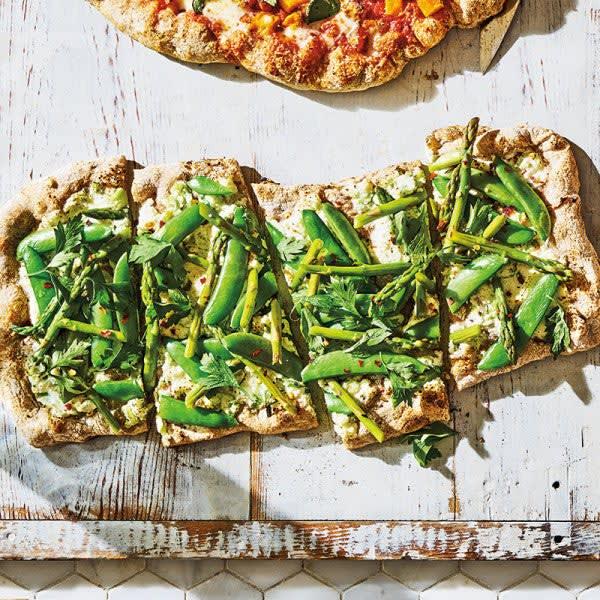 Photo de Pizza aux asperges, aux pois sucrés et à la ricotta par WW
