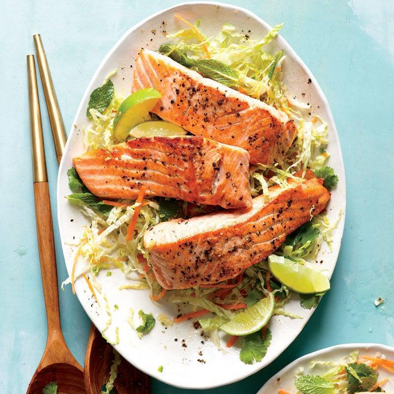 Photo de Saumon avec salade de chou thaïe par WW