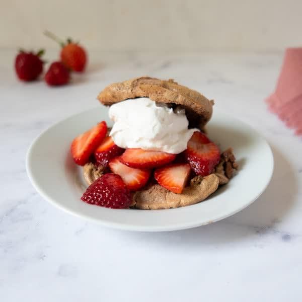 Photo de Gâteaux sablés aux fraises à base de pain nuage au chocolat par WW
