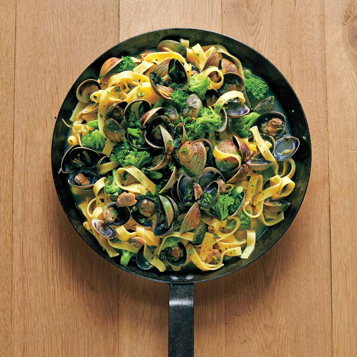 Photo of Tagliatelle with clams and broccoli by WW