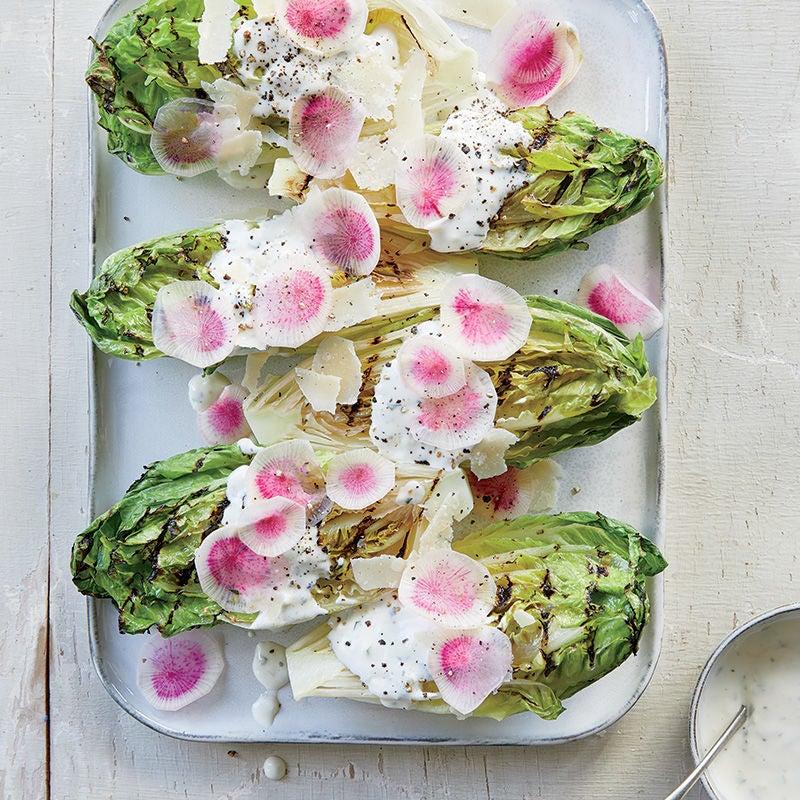 Photo de Laitues Little Gem grillées avec vinaigrette au babeurre et au parmesan par WW
