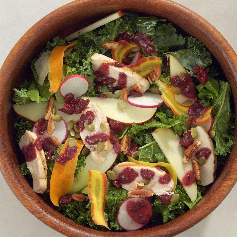 Photo de Salade croquante d'automne avec vinaigrette épicée aux bleuets par WW