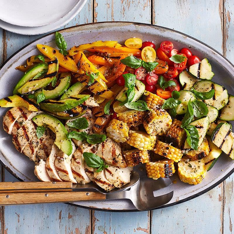 Photo de Salade de maïs, de poulet et de légumes d'été grillés par WW
