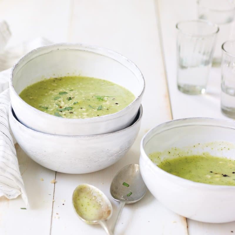Photo de Soupe crémeuse à la courgette et à l'estragon de Daphne Oz par WW