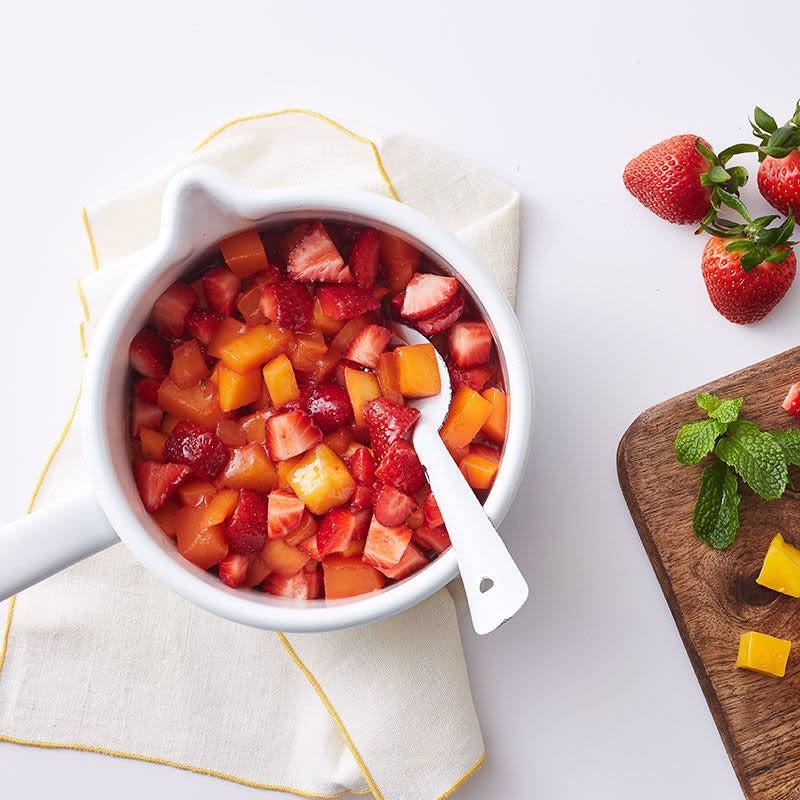 Photo de Yogourt grec avec confiture de fraise et de mangue par WW