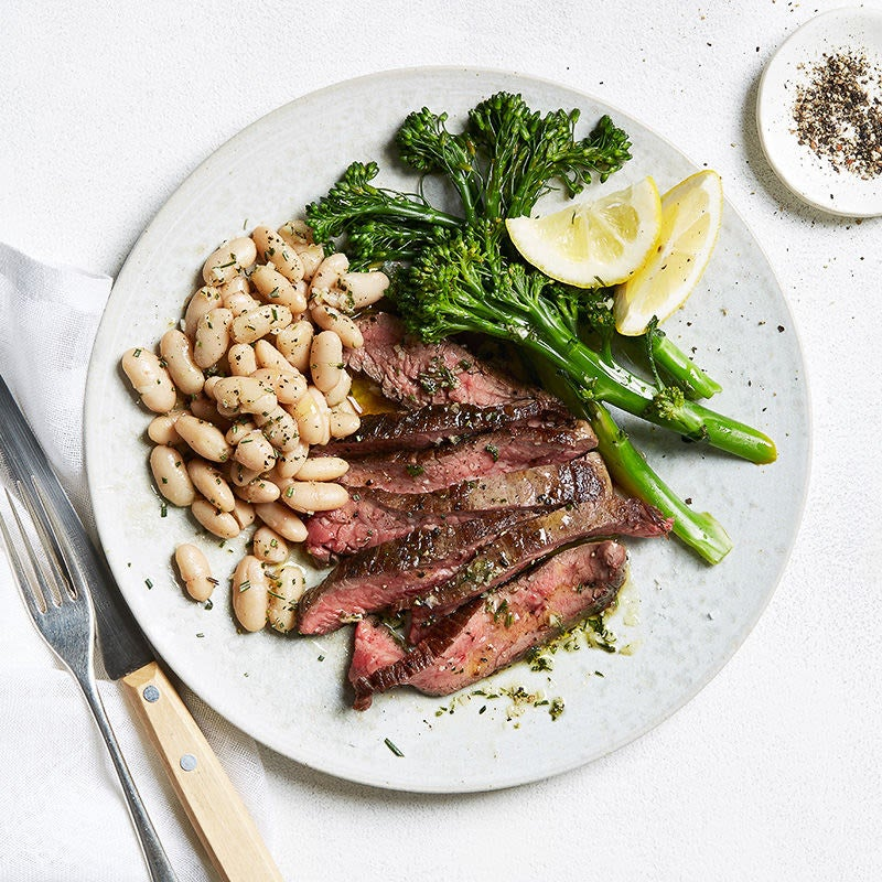 Photo de Bifteck à la toscane avec haricots blancs et broccolini par WW