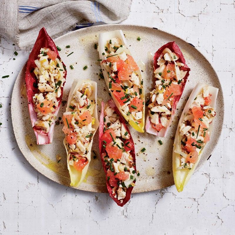 Photo de Feuilles d'endives avec salade de poulet et pamplemousse rouge par WW