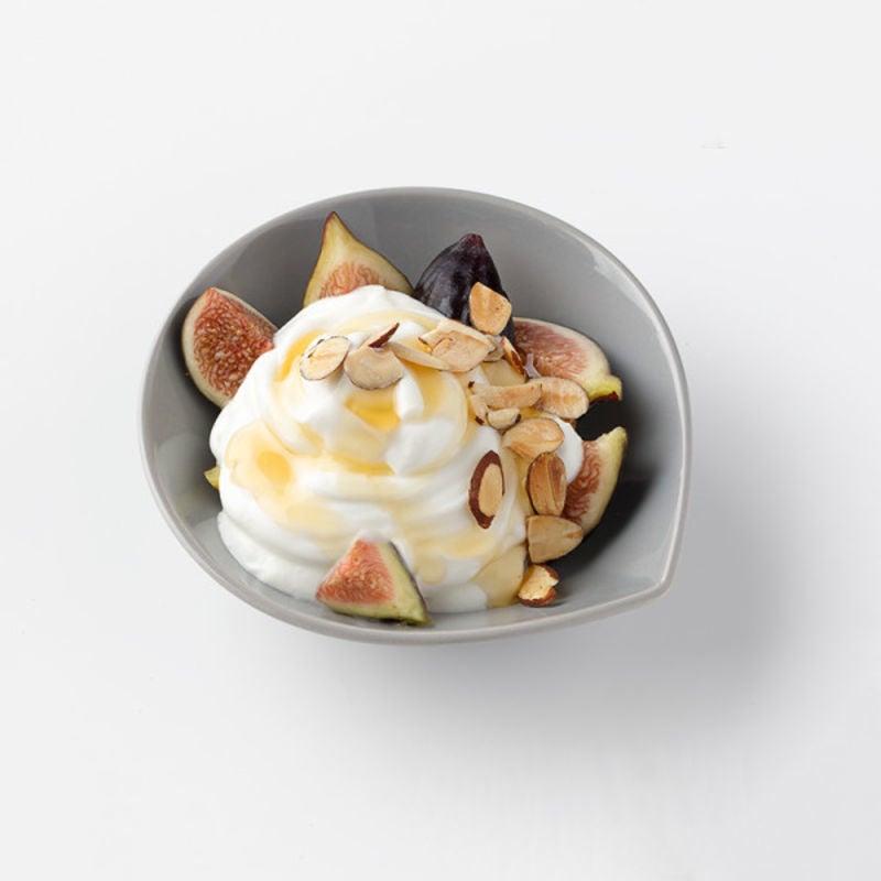 Photo de Figues fraîches avec du yogourt, du miel et des noix par WW