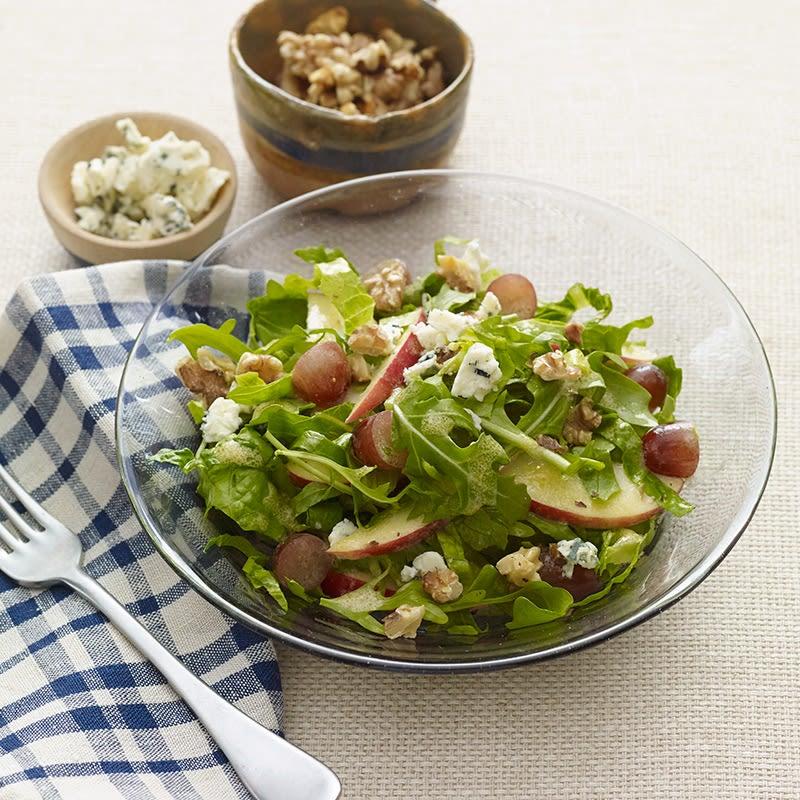 Photo de Salade de pommes, de raisins et de noix de Grenoble au fromage bleu par WW