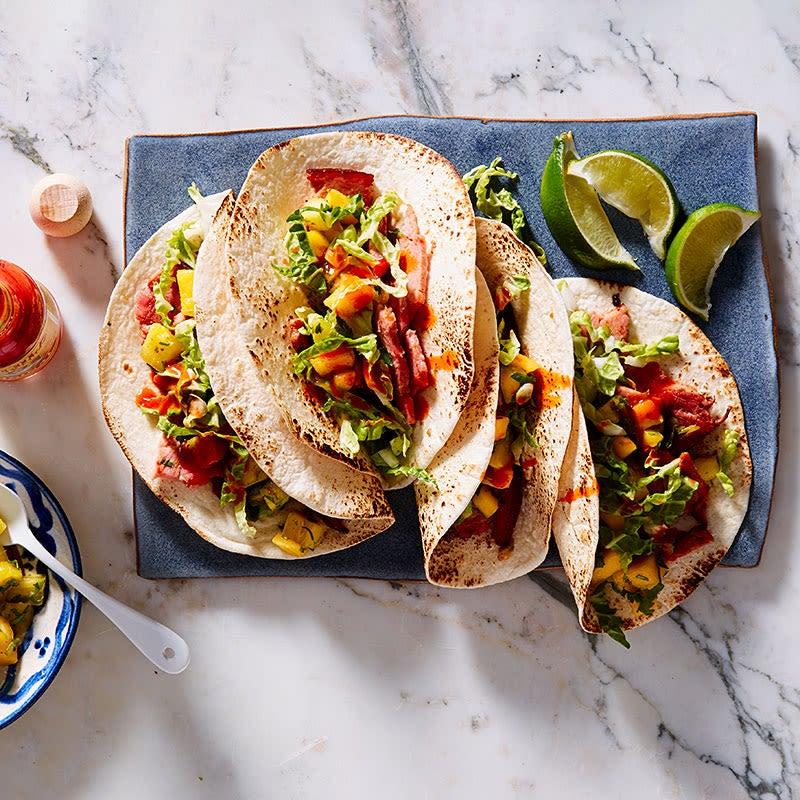 Photo de Tacos au jambon avec salsa à la mangue et à l'ananas par WW