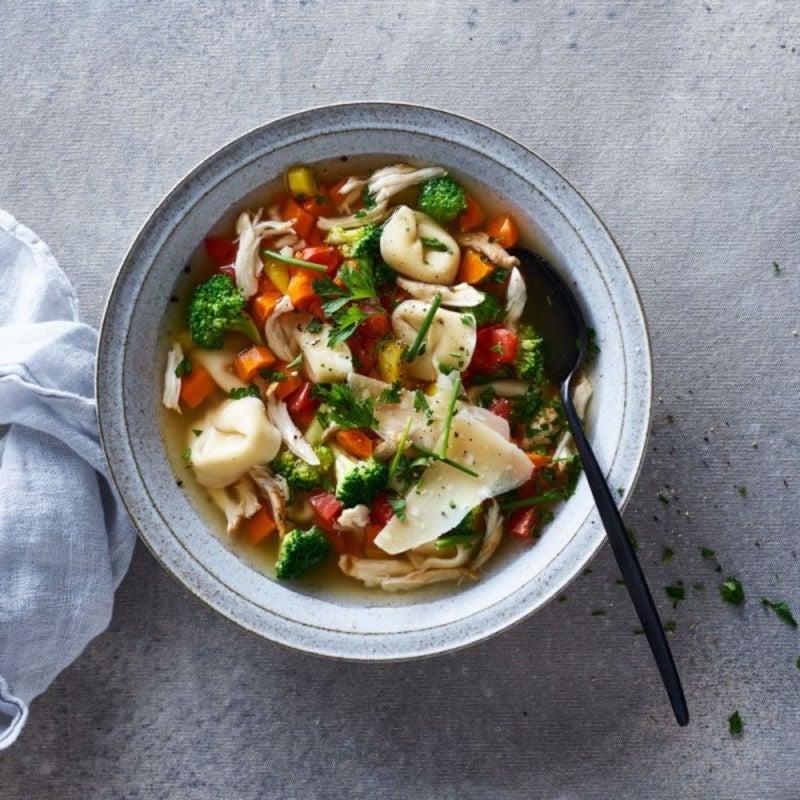Photo de Soupe de poulet, de brocoli et de tortellinis par WW