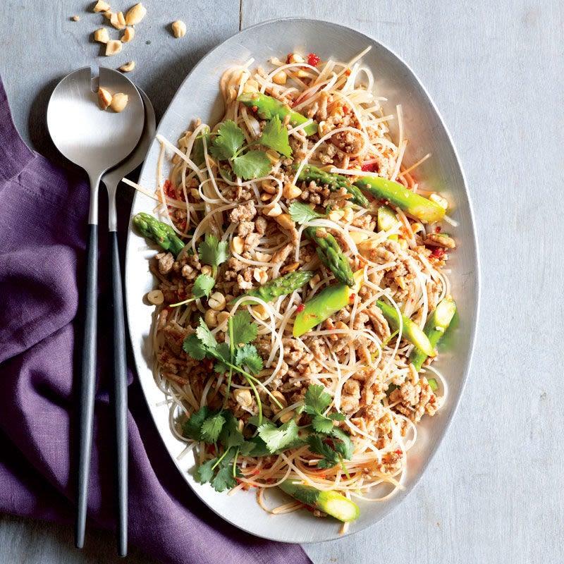 Photo de Salade thaï de nouilles à la dinde et aux asperges par WW