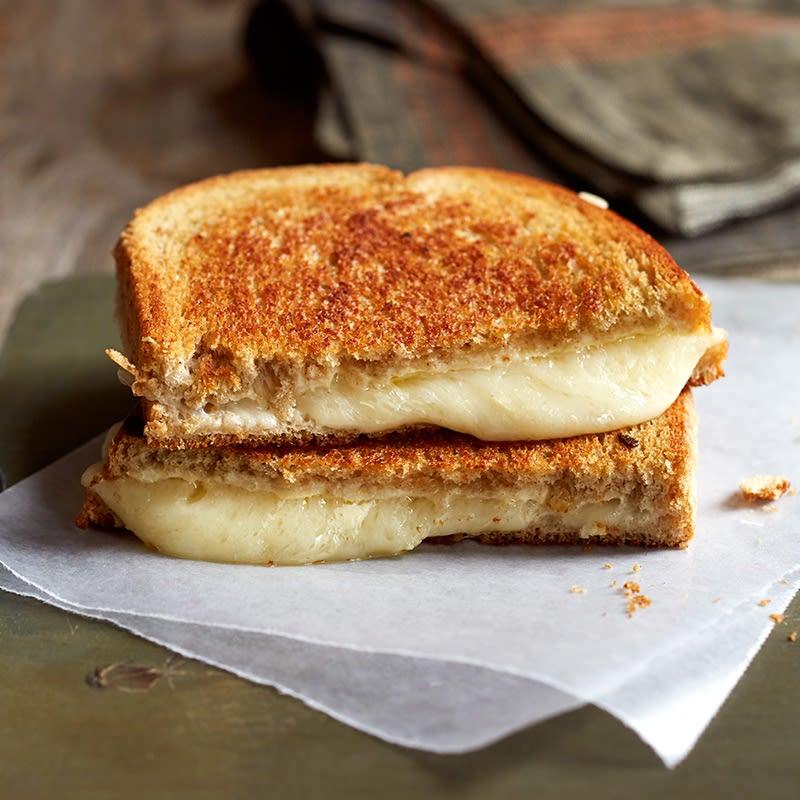 Photo de Sandwich au fromage suisse grillé avec moutarde de Dijon et mayonnaise par WW