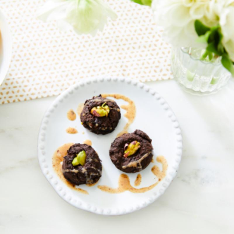 Photo de Bouchées de brownie aux pistaches grillées de Cat Cora par WW