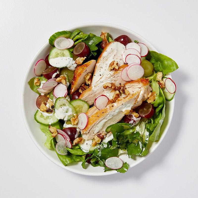 Photo de Salade de poulet, de raisins et de noix de Grenoble grillées par WW