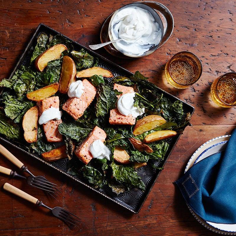 Photo de Saumon sur la plaque avec chou frisé croustillant et pommes de terre par WW